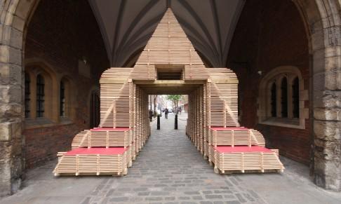 Hakfolly at St. John's Gate
