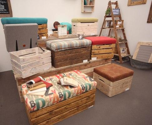 Bettzy - Bespoke storage seats made from scaffolding boards