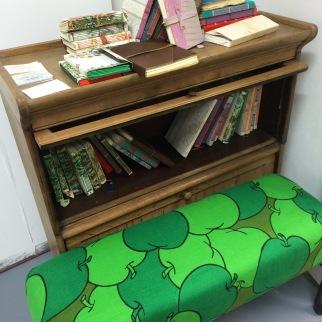 apple-bench