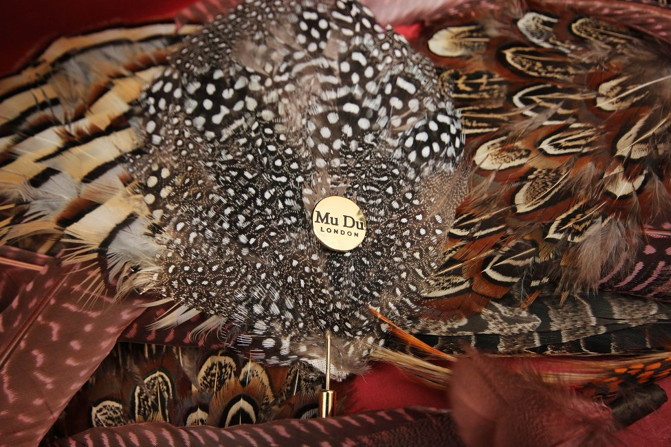 mudu-feather-pin