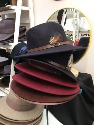 mudu-hat-stack
