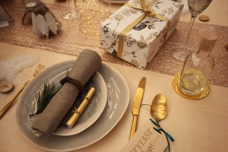 noth-gold-table-setting