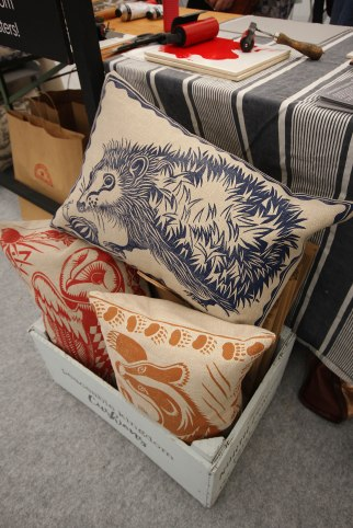 peaceable-kingdom-cushions-animals