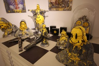 smile-sculptures-table