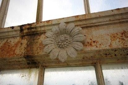 iron-flower-detailing