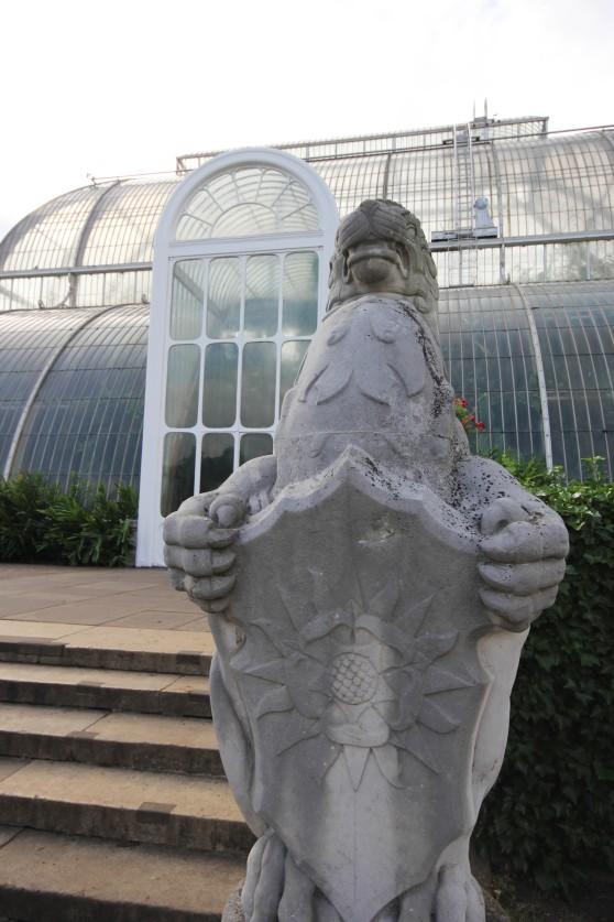 stone-griffin-guard